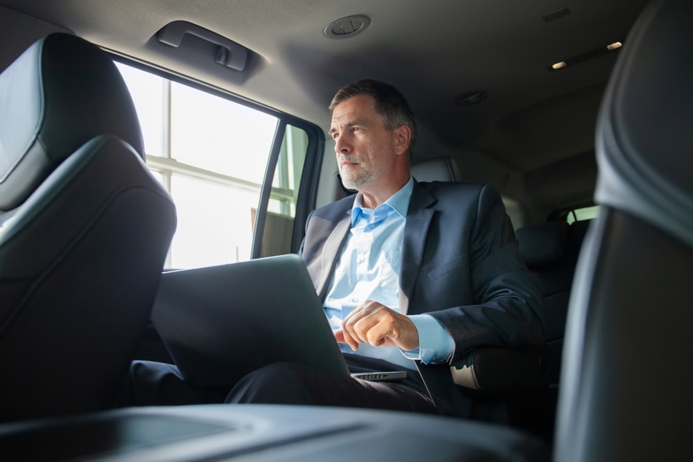 Arrive at the Business Meeting on Time by using Chauffeur city services